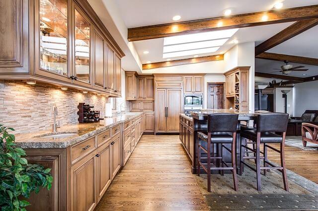 Panele podłogowe w kuchni - drewno