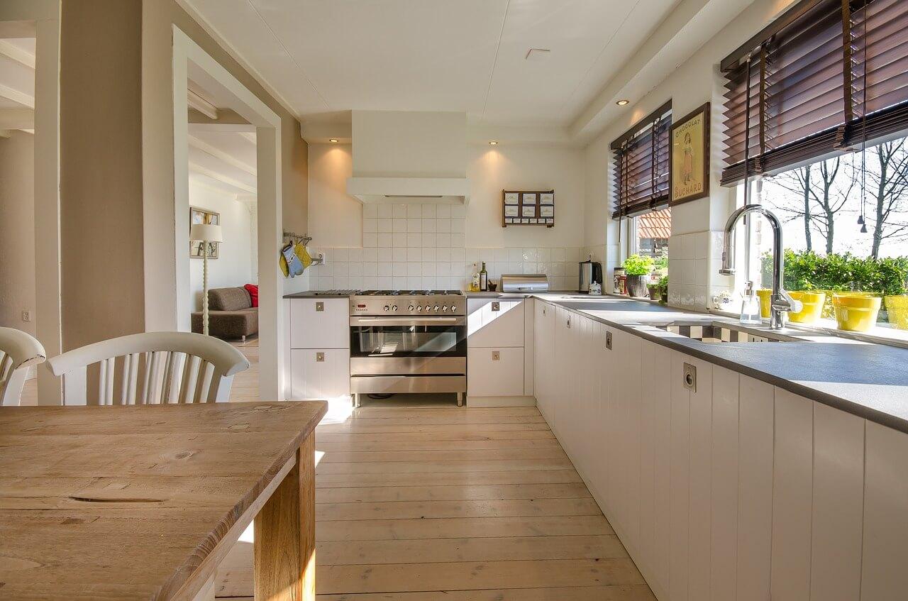 Panele Podłogowe W Kuchni A Ich Wady I Zalety Salamander
