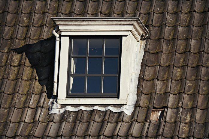 jak uszczelnić dach z dachówki