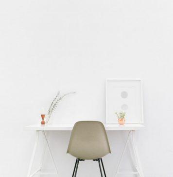 białe krzesło biurowe