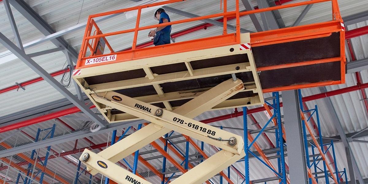 Podesty robocze i ładowarki teleskopowe do zadań specjalnych
